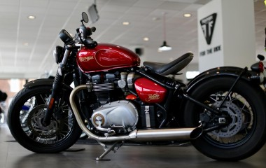 Triumph Bobber Candy Red