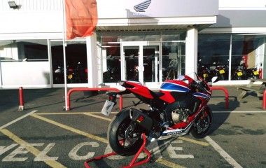 Honda CBR1000RR TT red blue white gold TT Legends